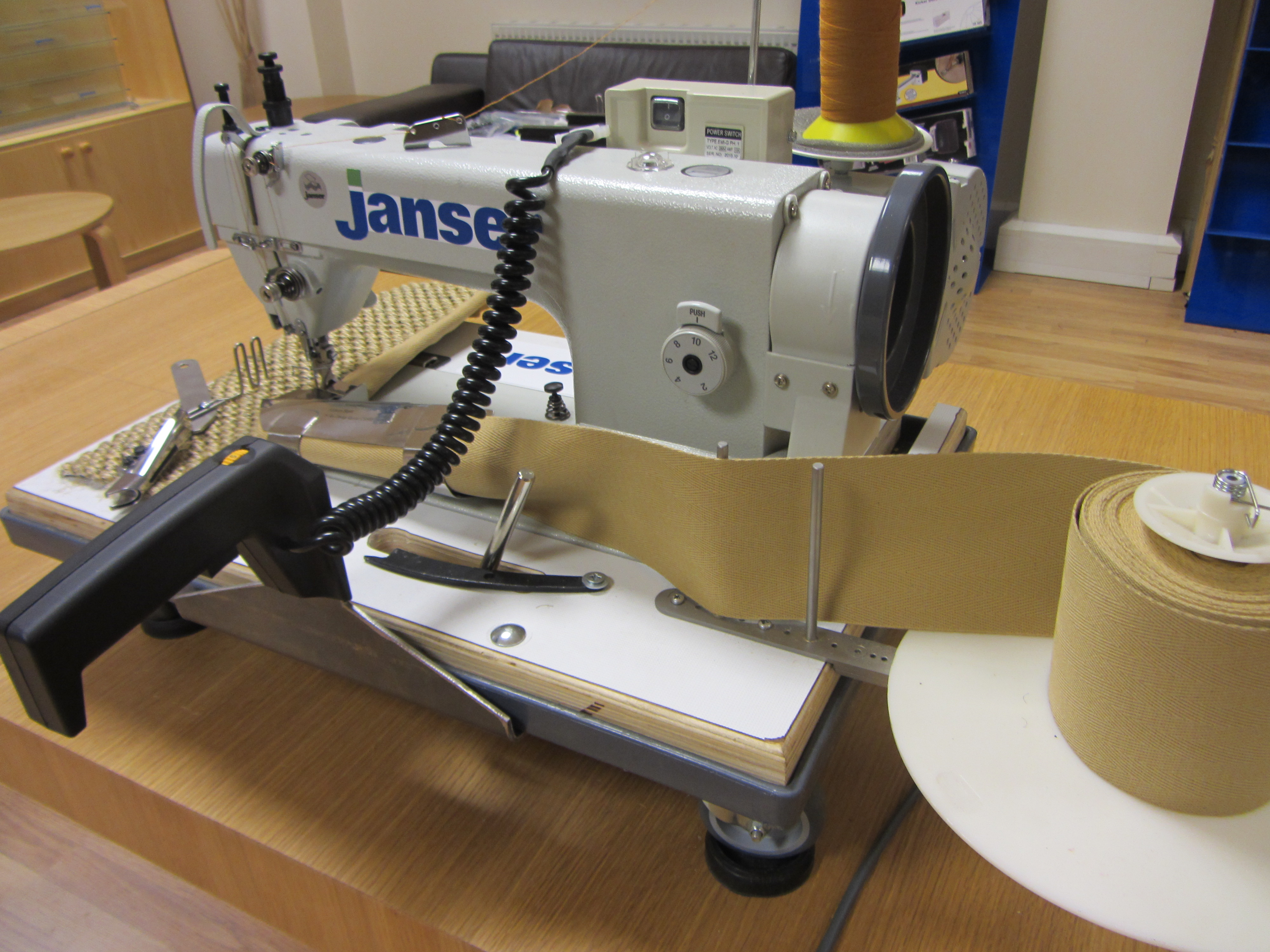 New carpet and natural floorcovering binding machine