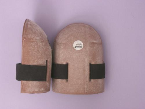 CONTOURED RUBBER KNEE PADS